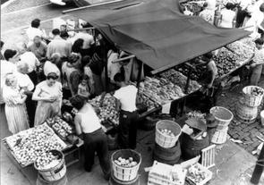 Italian Market, 1947. Image provided by Temple University Urban Archives