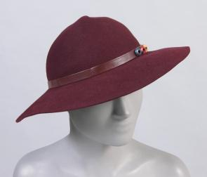 Stetson woman's medium-brim hat. Image provided by Philadelphia Museum of Art