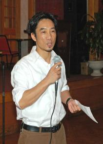 Community activist and South Philadelphian Thoai Nguyen, 2006. Image provided by City of Philadelphia Department of Records