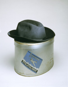 Stetson woman's Stratoliner hat with airplane pin and hat box with lid. Image provided by Philadelphia Museum of Art