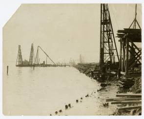 Laying foundations for 50 ship ways at government ship plant on Hog Island. Image provided by Historical Society of Pennsylvania