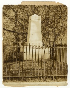 Penn Treaty Park Monument. Image provided by Historical Society of Pennsylvania