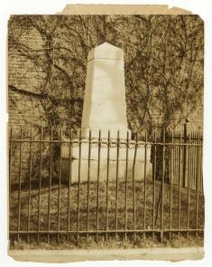 Penn Treaty Park Monument. Image provided by Historical Society of Pennsylvania