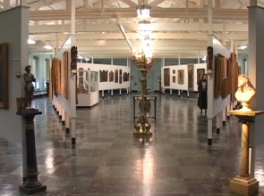 The museum has no professional cooling system to preserve the well over 100 pieces of art work.