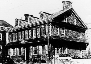 A photograph of the Green Tree Tavern from 1910
