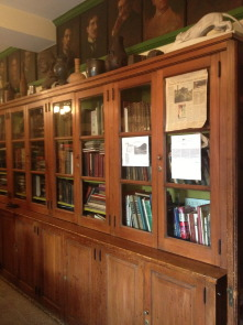 Bookcases and portraits in the library