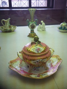 A china teapot in the collection of the Philadelphia Museum of Art
