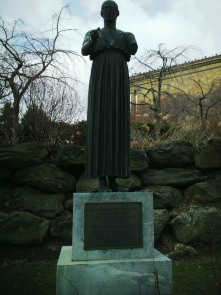 A gift of a statue of a Greek Woman to Art Museum