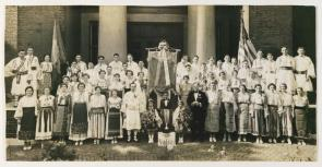 Group portrait of Philadelphia Romanian-Americans in traditional folk dress